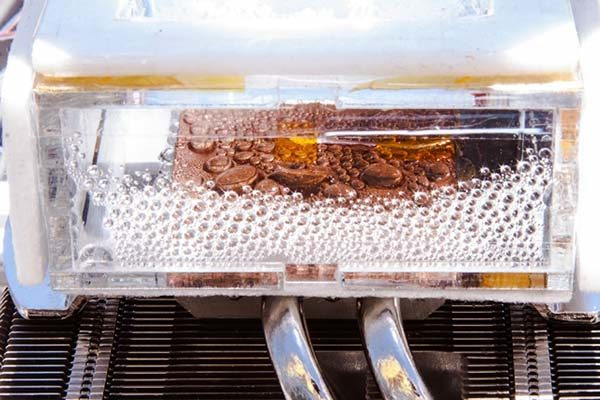 MIT Device Extracts Water from Air
